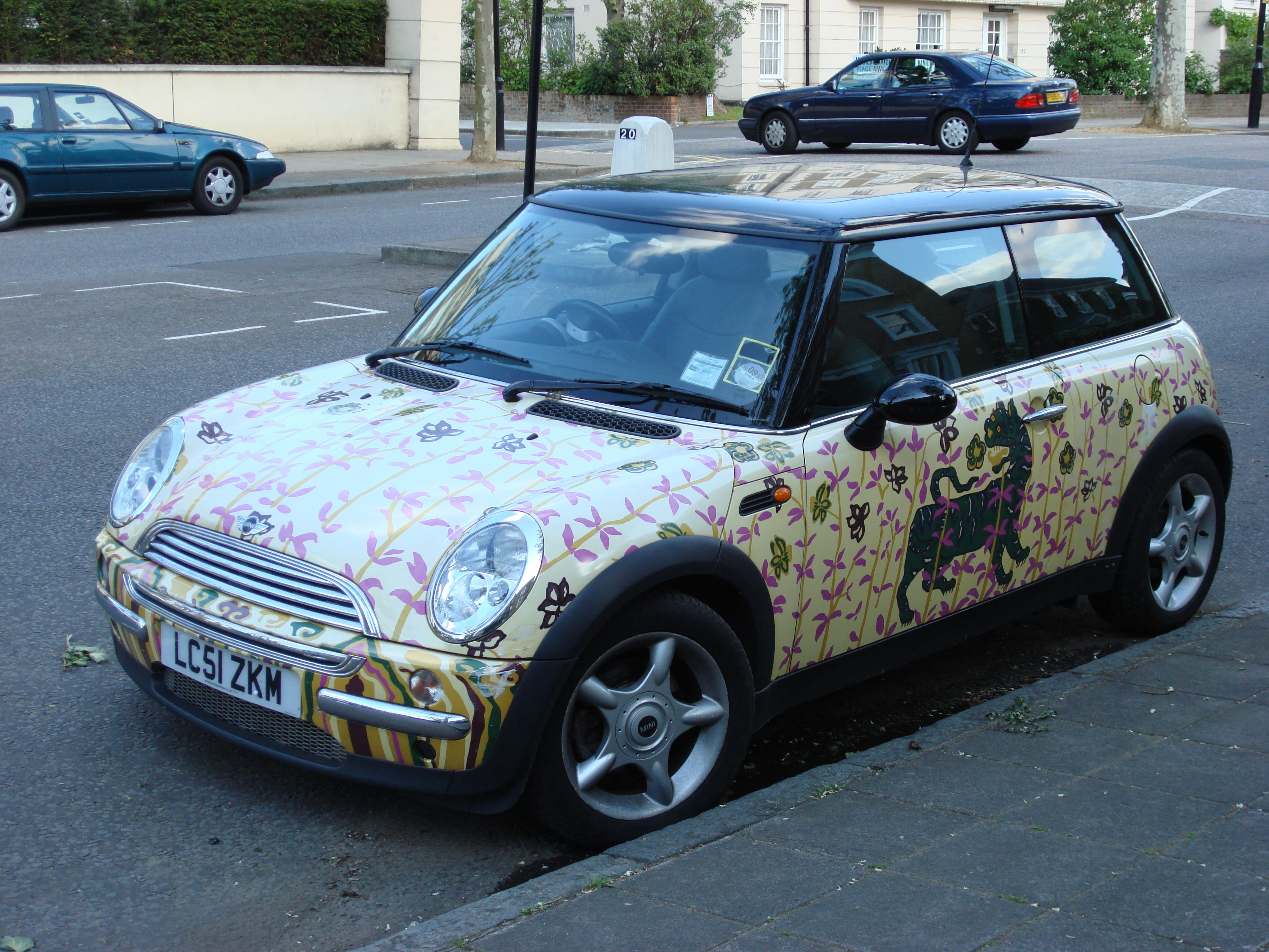 Google Image Result for http://upload.wikimedia.org/wikipedia/commons/4/48/BMW_Mini_Cooper_02.jpg