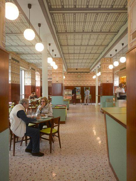 Il Bar Luce Di Wes Anderson A Milano Da Grand Budapest Hotel Alla Nuova Fondazione Prada Wes Anderson Restaurant Simple Modern Interior Italian Bar