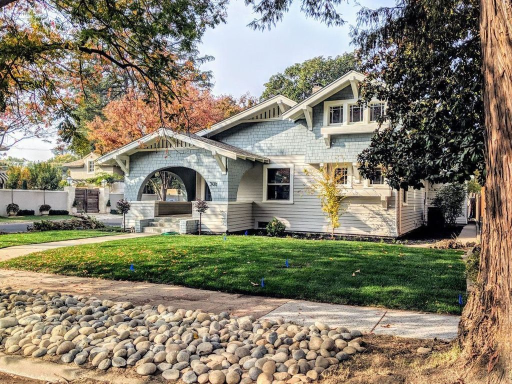 301 Magnolia Ave Modesto Ca 95354 Zillow In 2020 Foreclosed Homes House Prices Types Of Houses