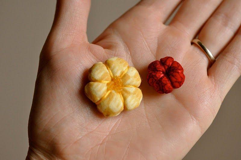 Flores 3D de tela para decorar la ropa o para el pelo. Tutorial.