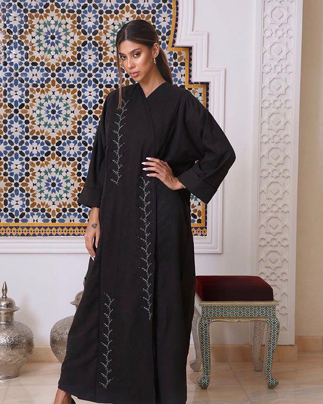 Via On Instagram Black Rose 1 نوع القماش حرير مغسول ياباني شامواه Arab Women Women Wear Women