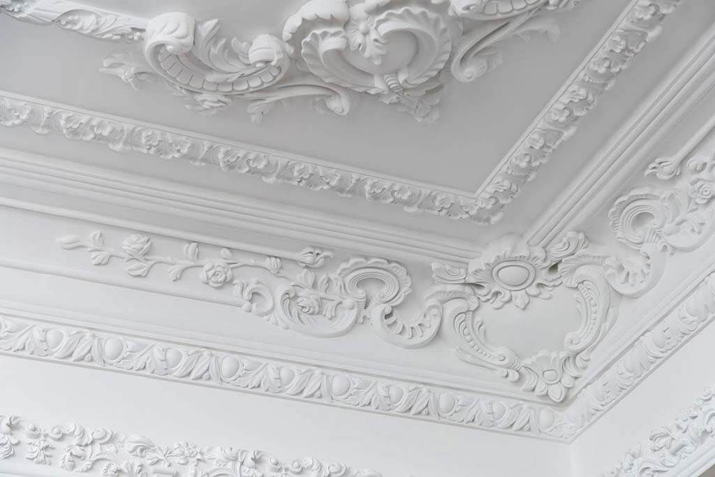 ازاى تختار كرانيش السقف المناسبة لبيتك من حيث الشكل والخامة والمقاس وازاى تكون متناسقة مع ديكور الغرفة وا Decorative Plaster Coffered Ceiling Design Pop Design