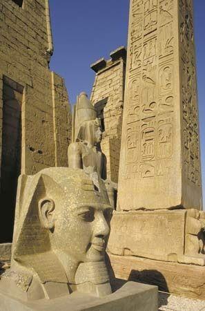 Temple - Luxor, Egipto. Con el obelisco patrimonio de la humanidad.