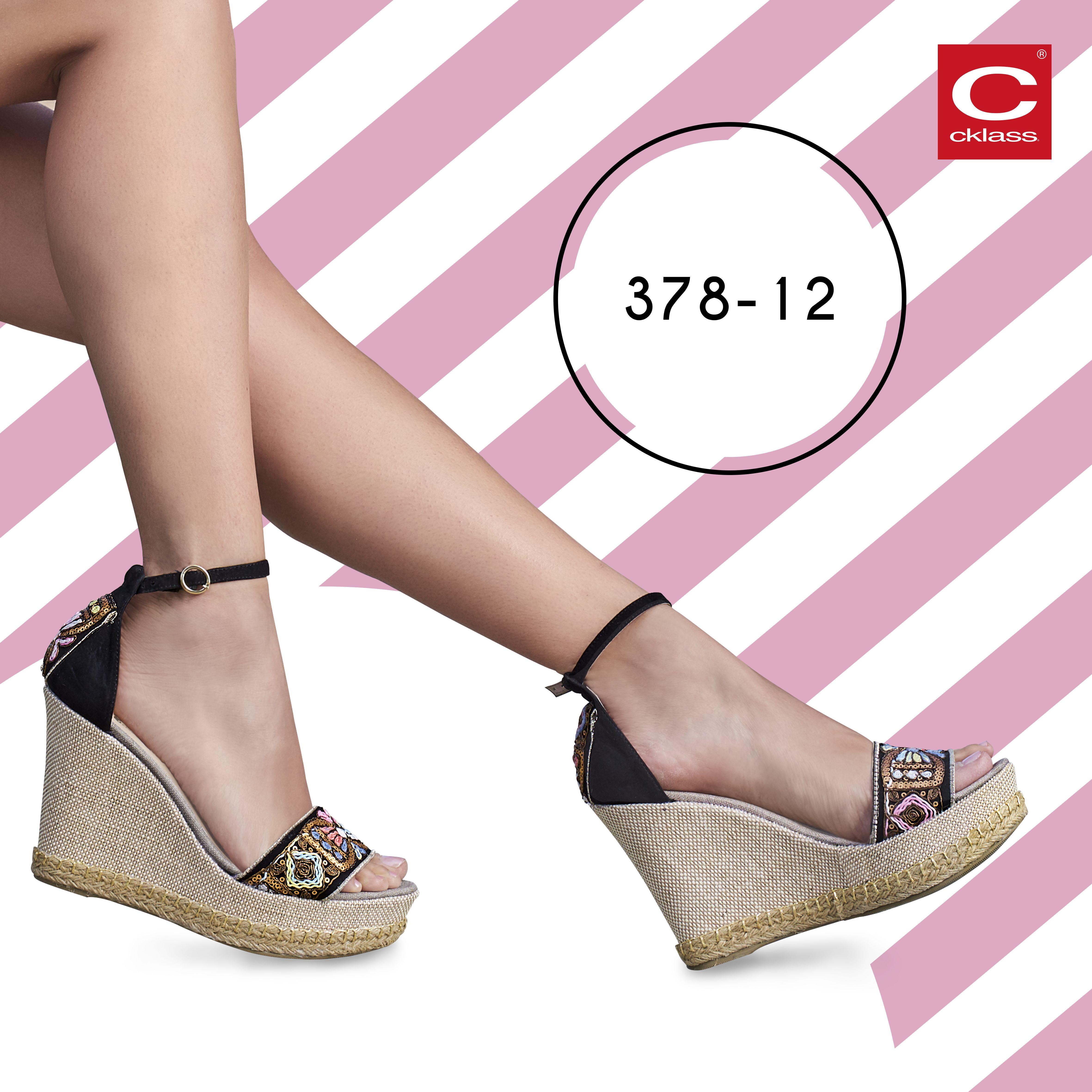Sandalias color negro con aplicaciones multicolor 1ea93509230