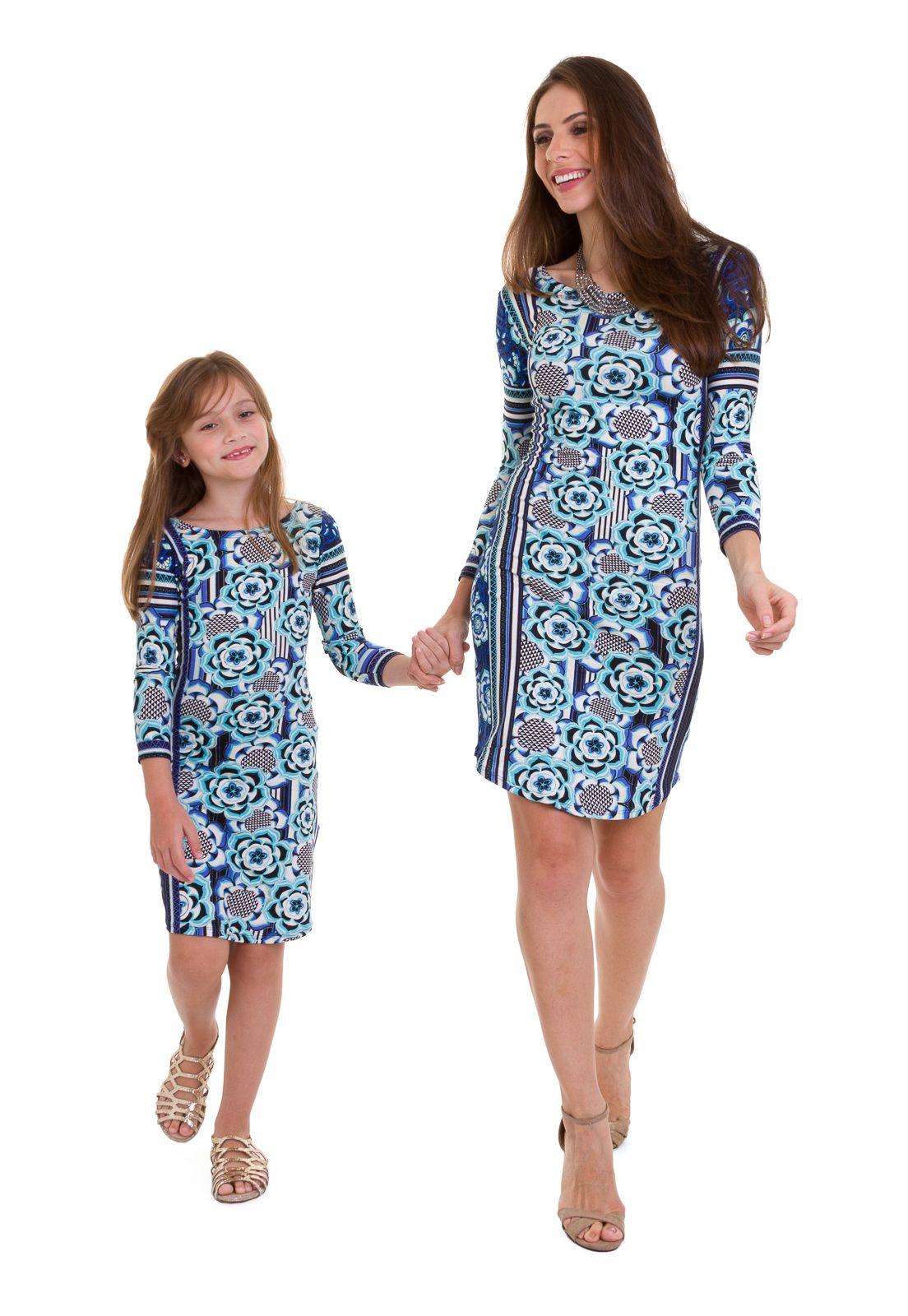 ff5131f41 O vestido midi infantil estampado com mangas 3 4 da Manola é feito em