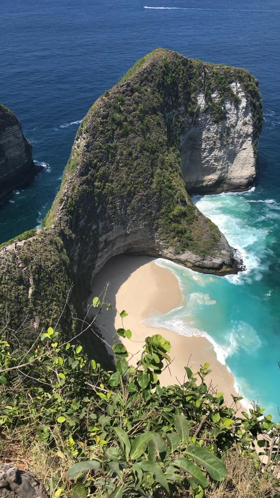 Kelingking Cliff on Nusa Penida Island in Bali