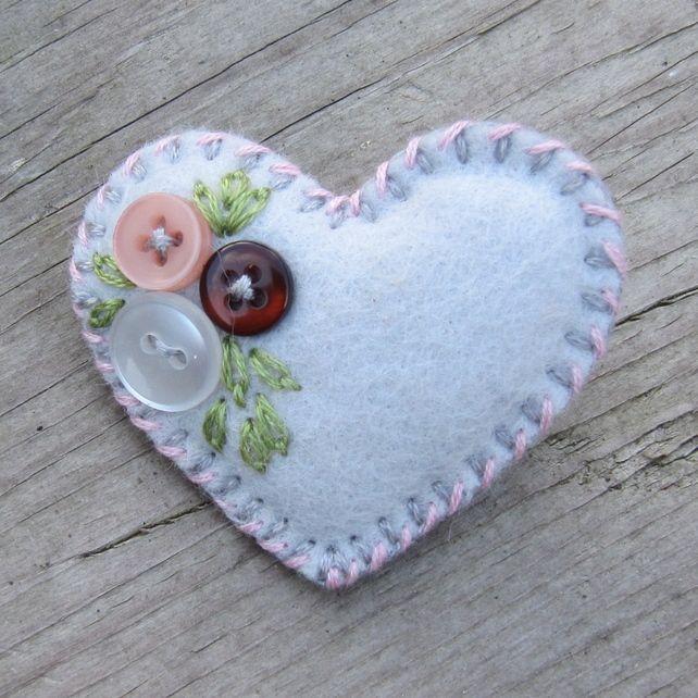felt art broches | Little felt and button brooch - 'Heart-Felt' - grey and pink