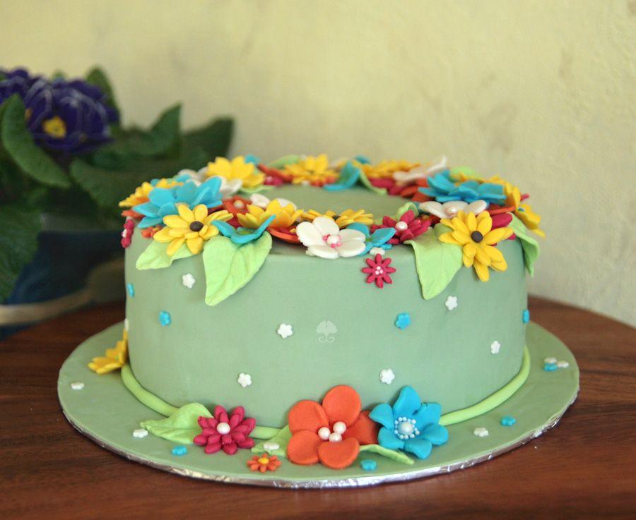 Torte Blumenwiese - Cake Flowers #fondant #torte #blumen #blumenwiese #frühling #bunt #grün