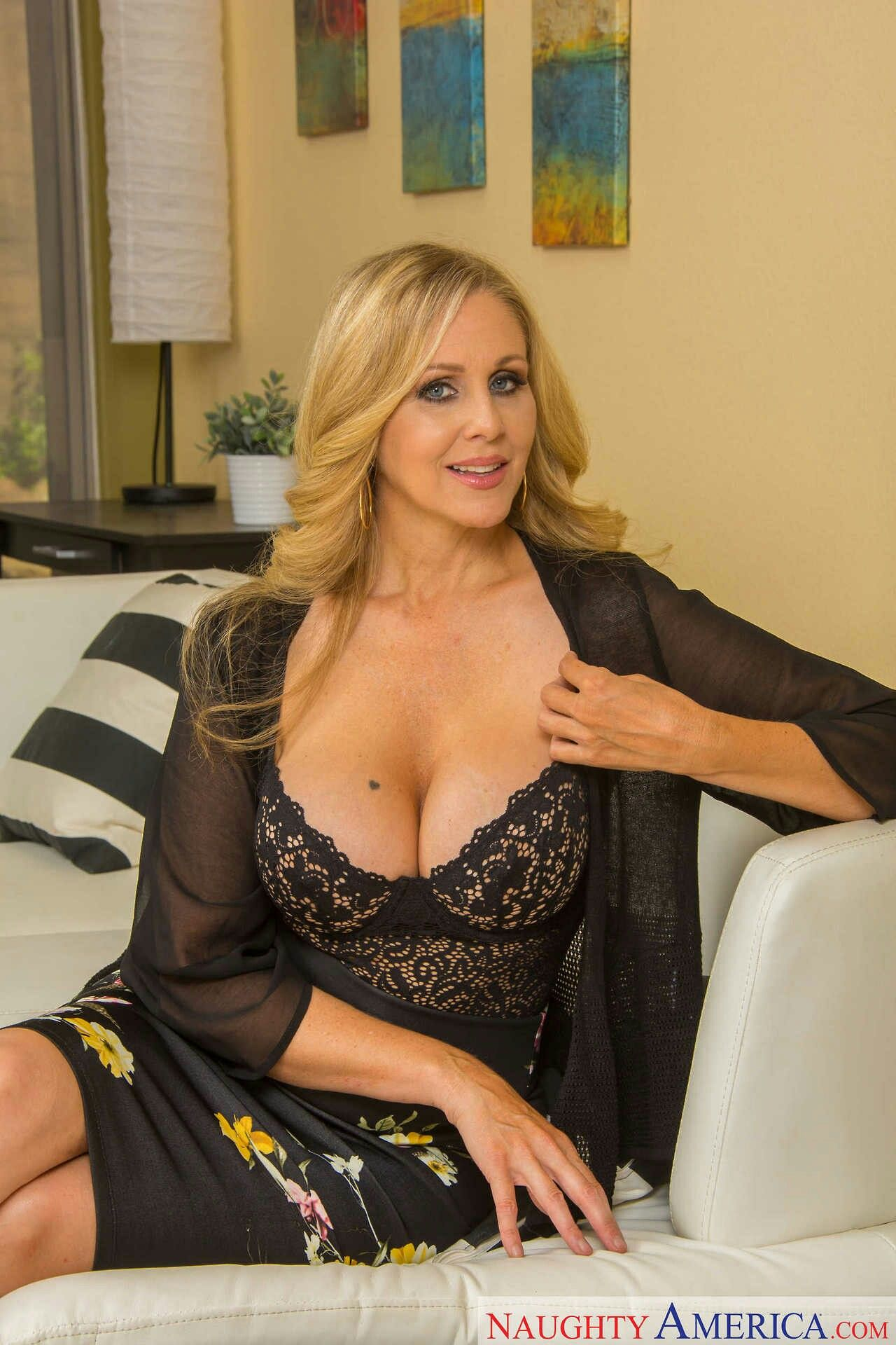 how to meet julia ann