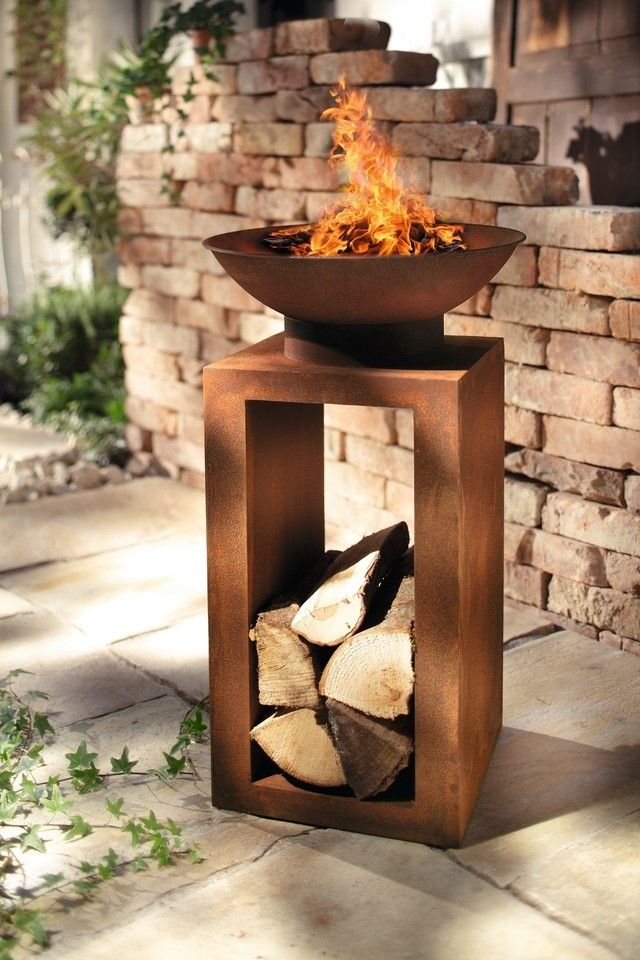 Originelle Feuerstelle Mit Integrierter Holzablage Abnehmbare