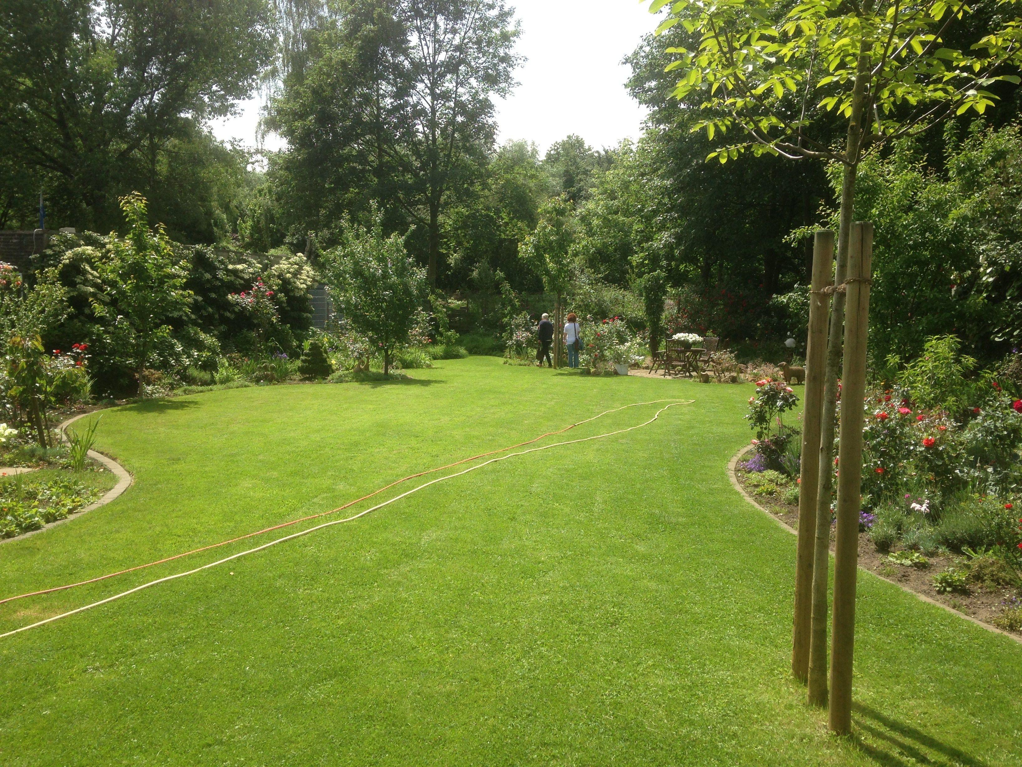 anlegen leicht gemacht & Rasenkantensteine verlegen & Rasenkantensteine setzen & Mähkante setzen Vorwort Wer sich in seinem Garten Pflanzbeete od…