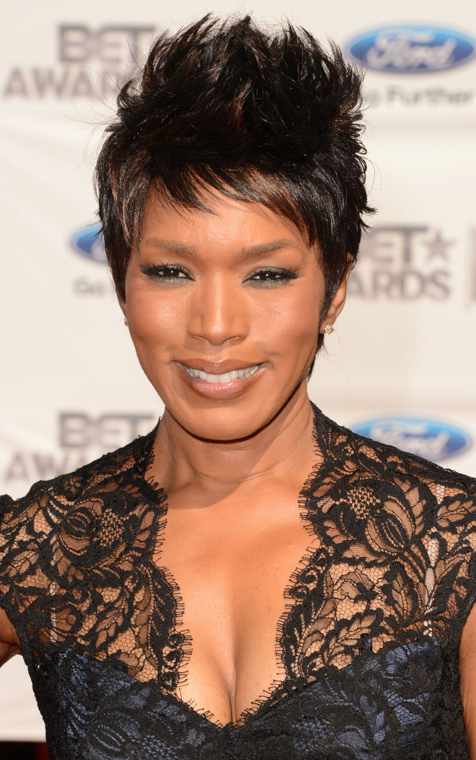 loving angela bassett's short layered cut. | hairstyles