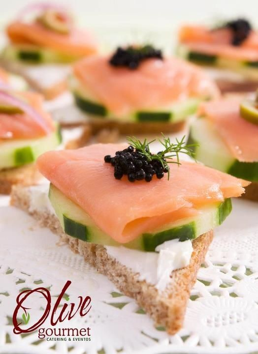 Little braunch : toast with cheese, salmon and caviar