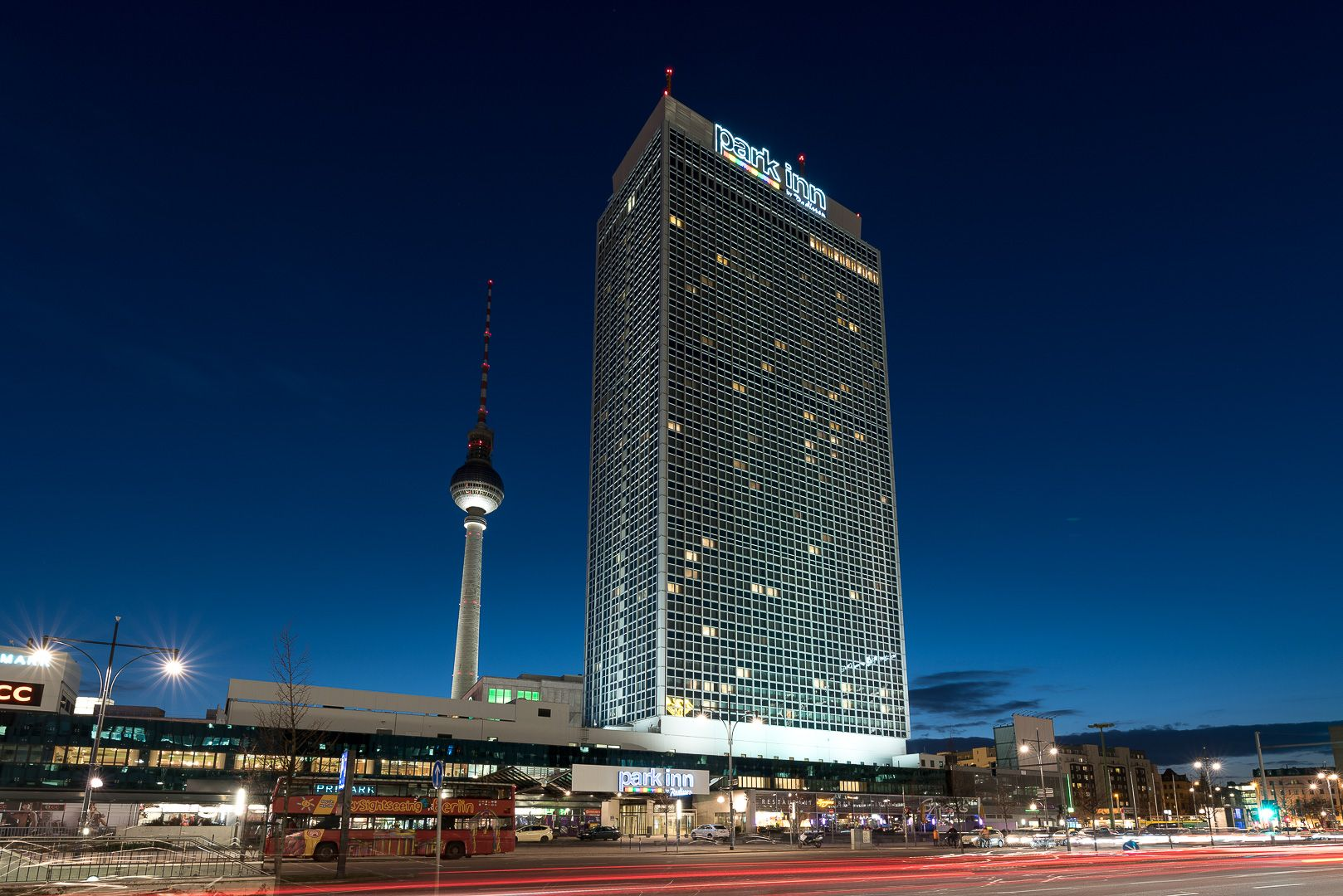 High Rise Hotel In Berlin Germany Offers Stunning Views Stunning View Berlin Hotel