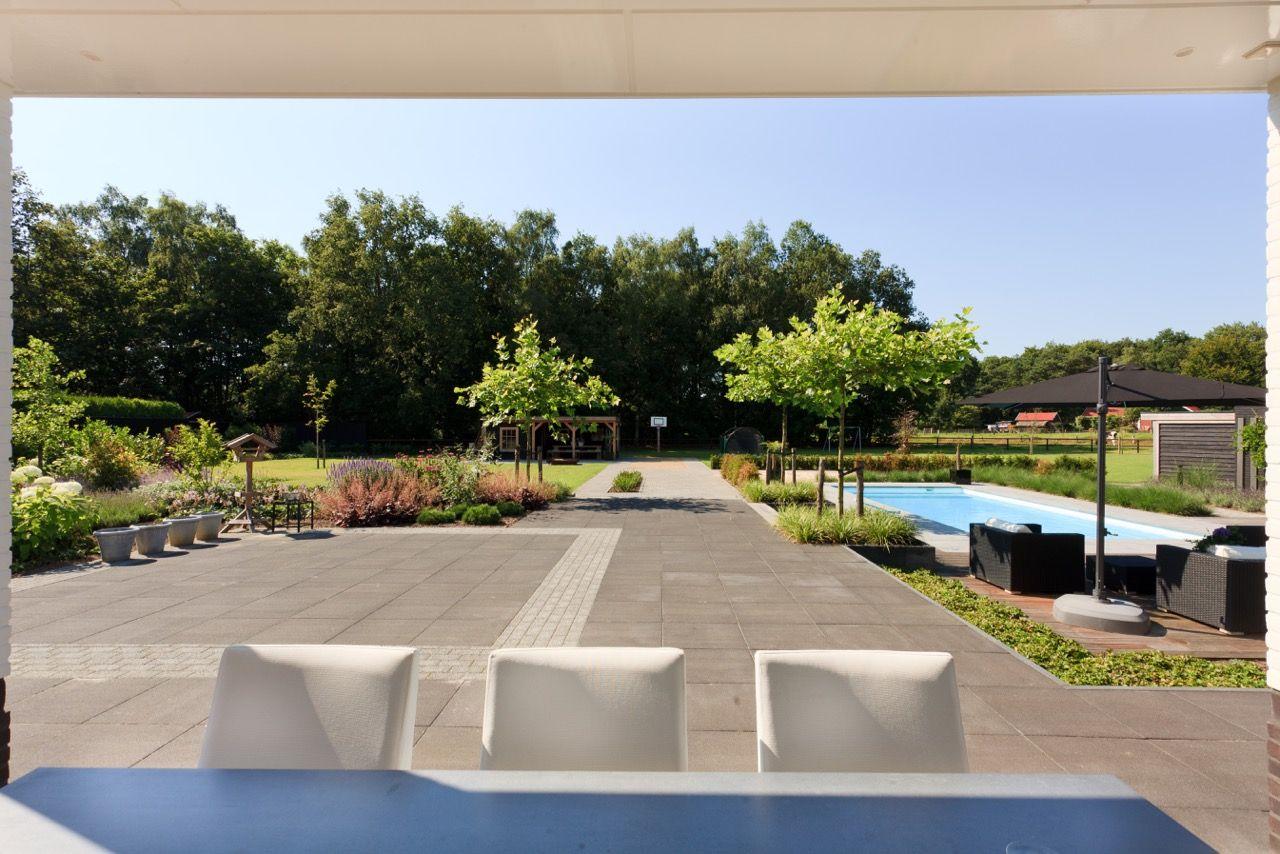 Strakke Tuin Modern Moderne Tuin Grote Tuin Gras Zwembad