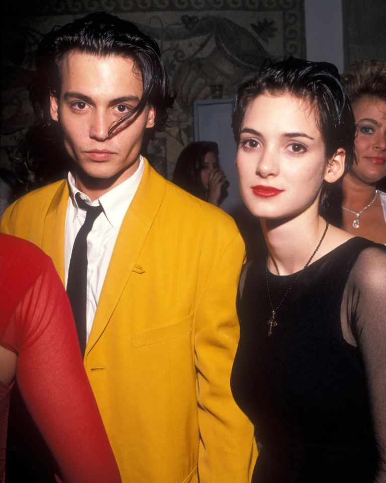 Wie is Winona dating