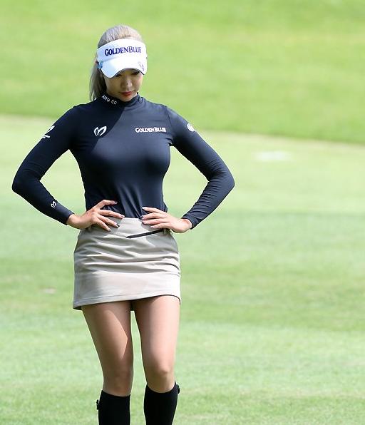 맥심이 노리는 공격적인 몸매 미녀골퍼 유현주 여성 골프복 골프 옷 몸매좋은 여자