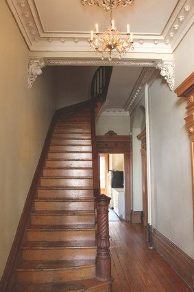 une maison victorienne centenaire r v le ses secrets homes pinterest staircases stairways. Black Bedroom Furniture Sets. Home Design Ideas