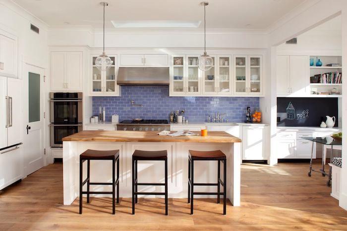 küche einrichten schöne küche mit blauen fliesen wandgestaltung