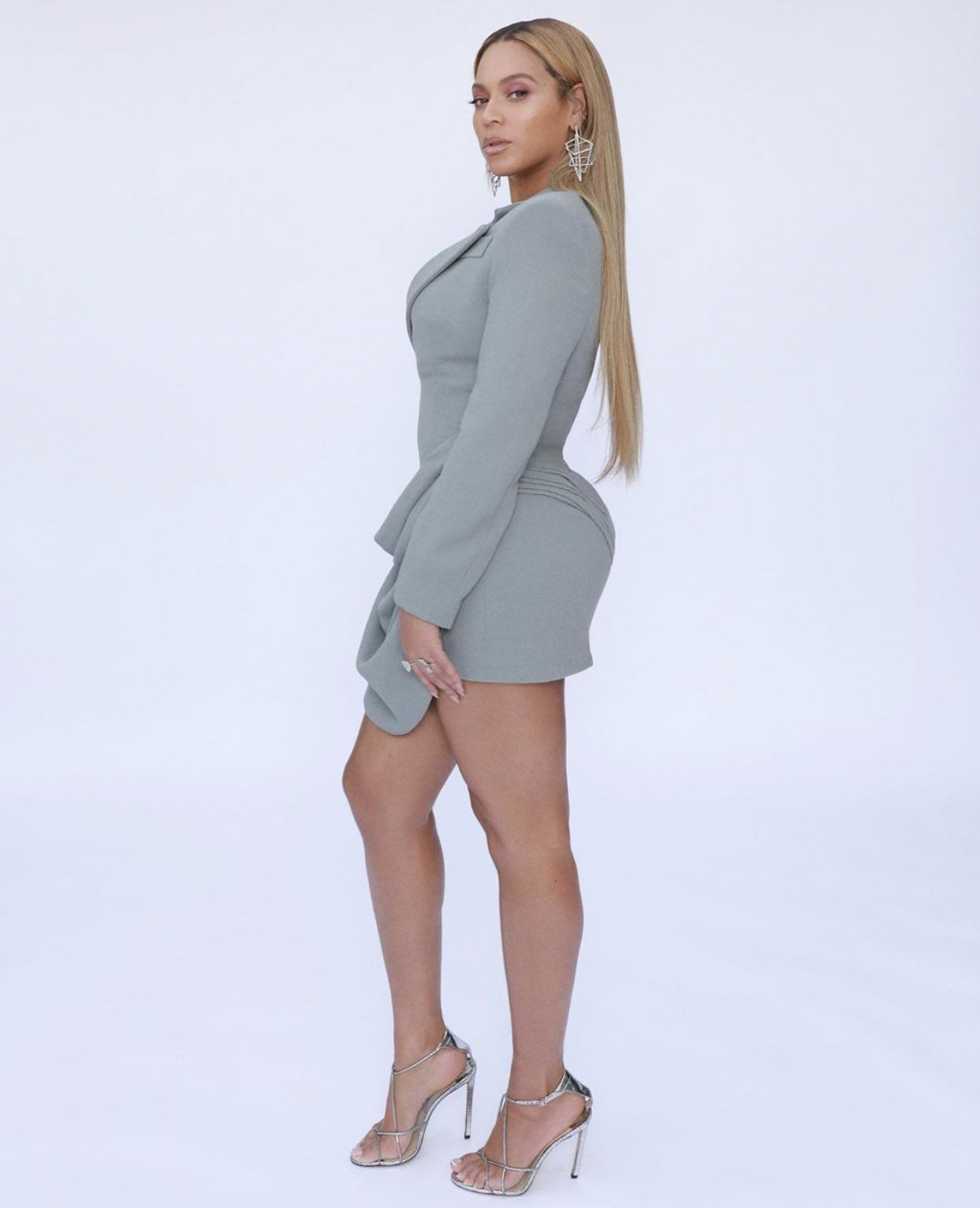 Familia Carter On In 2020 Beyonce Style Gray Mini Dresses Beyonce Queen
