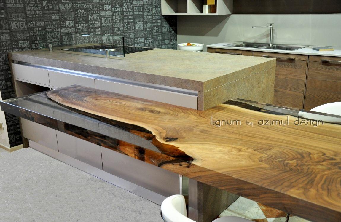 Nuovissimo bancone da cucina su misura con legno di noce e resina ...