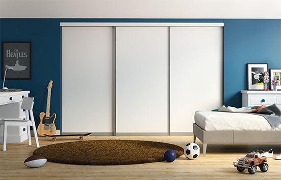 """Le système """"soft close"""" (fermeture douce) évite ce choc désagréable contre les panneaux latéraux lors de la fermeture des portes. En plus de son rôle d'amortisseur, le système maintient les portes en position bien fermée."""