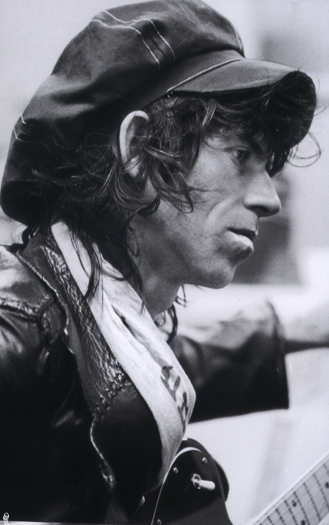 Keith Richards backstage during the Tour of the Americas, 1975. © Photo by Christopher Simon Sykes.