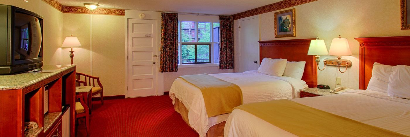 A Charming Bedroom At The River Edge Motor Lodge Hotel In Downtown Gatlinburg With Two Queen Beds Queen Room Room Gatlinburg Hotels