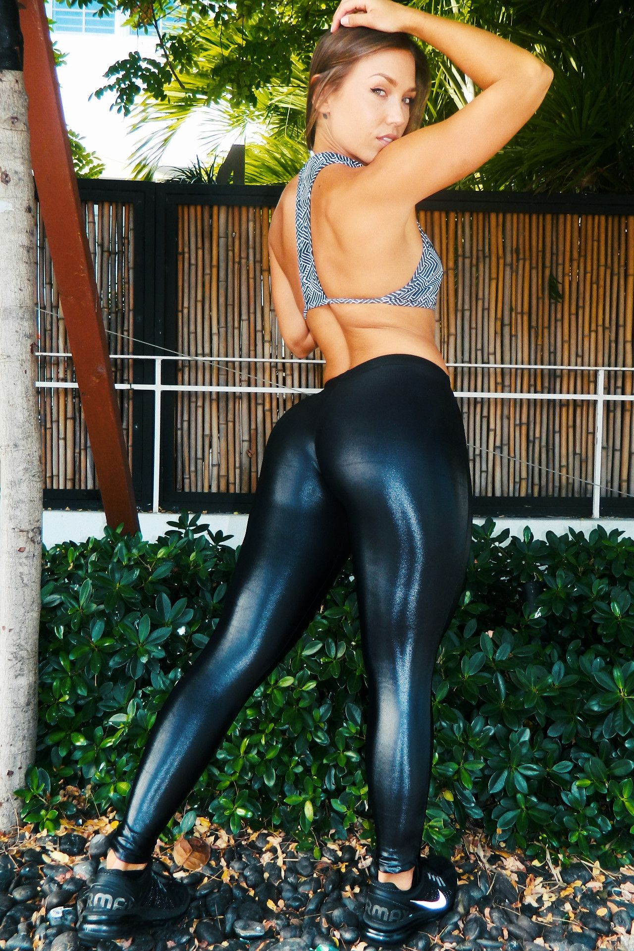 Shiny black  wetlook  workout  leggings  Posing outside.  00de617da01c