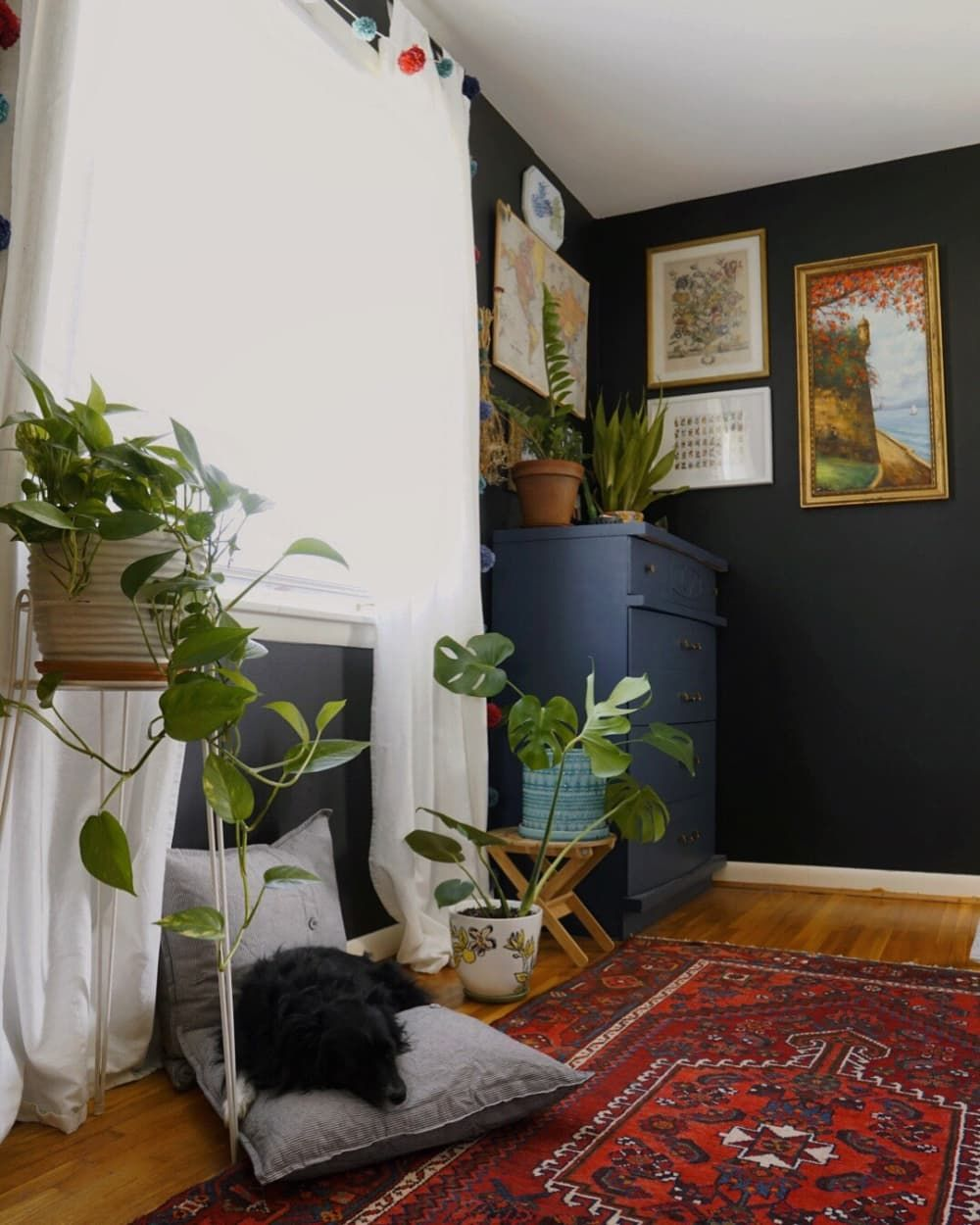 A Colorful Home With DIY Murals Subscribes to a 'Do What