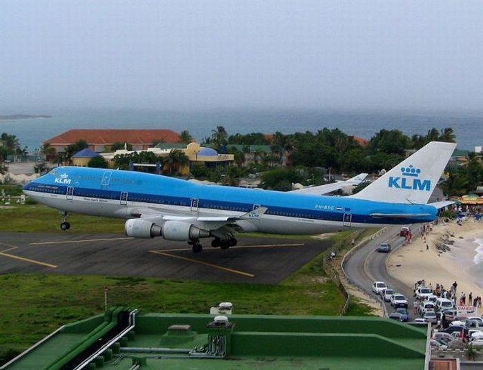airport dangers huge commercial tourist jet klm 747. Black Bedroom Furniture Sets. Home Design Ideas
