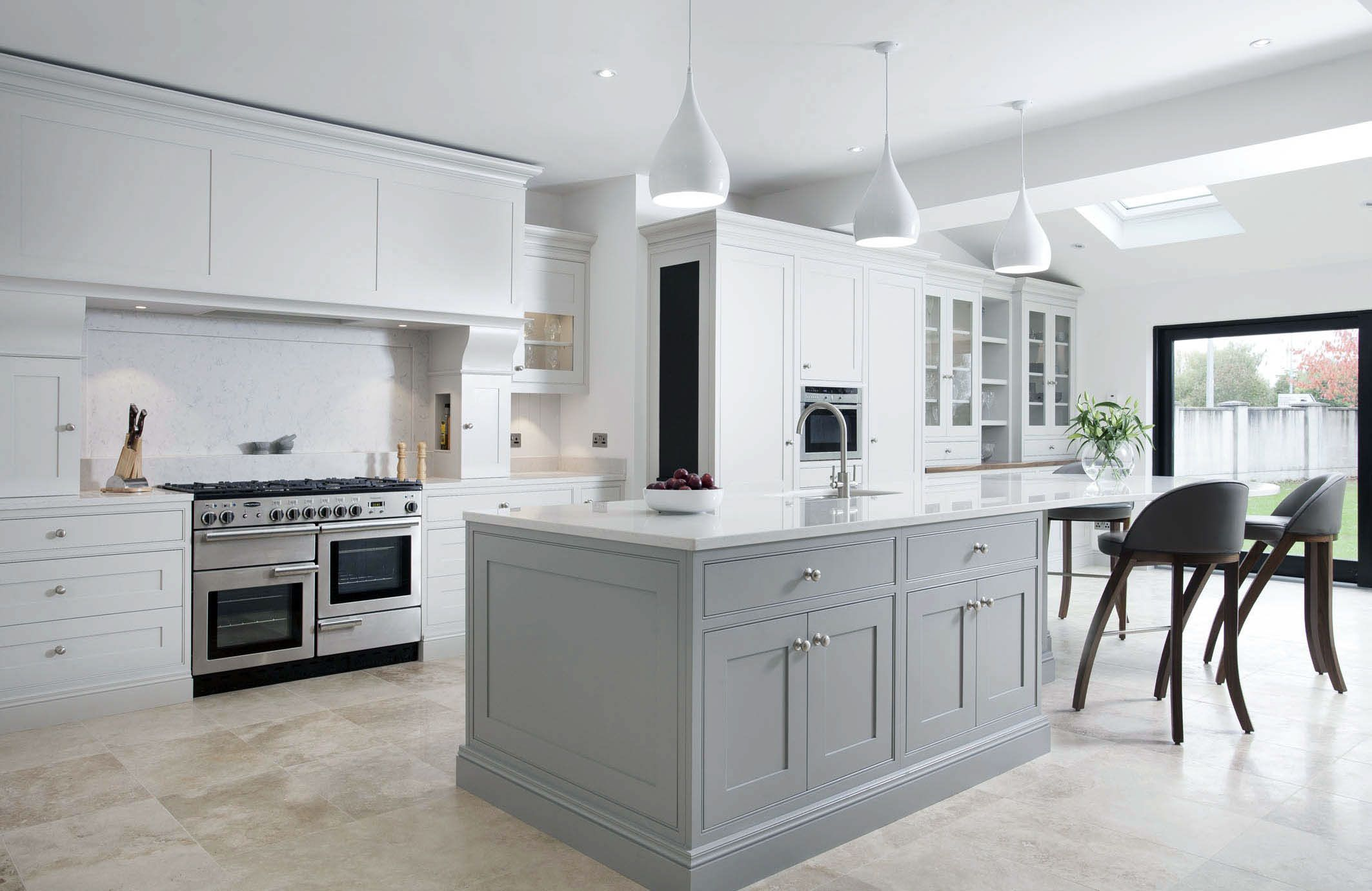 30mm inframe handmade kitchen by Woodale, handpainted in ...