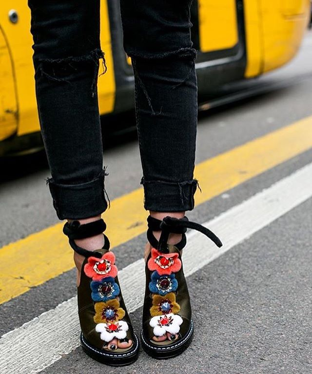 @whatastreet captures our runway floral mules from the #FendiSS16 collection. And don't forget to turn on our notifications for more great #FendiStreetStyle moments!