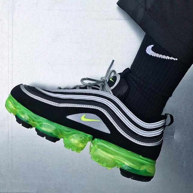 fb4bcb8c29b27b  MINISWOOSH reaches hybrid heaven in the upcoming NIKE AIR VAPORMAX 97 JAPAN .
