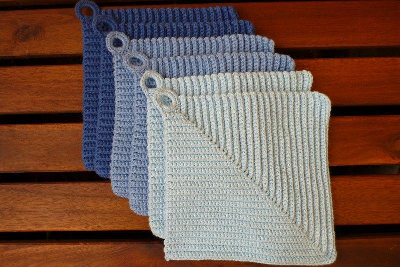 Topflappen aus Baumwolle gehäkelt in blau von marland auf DaWanda.com