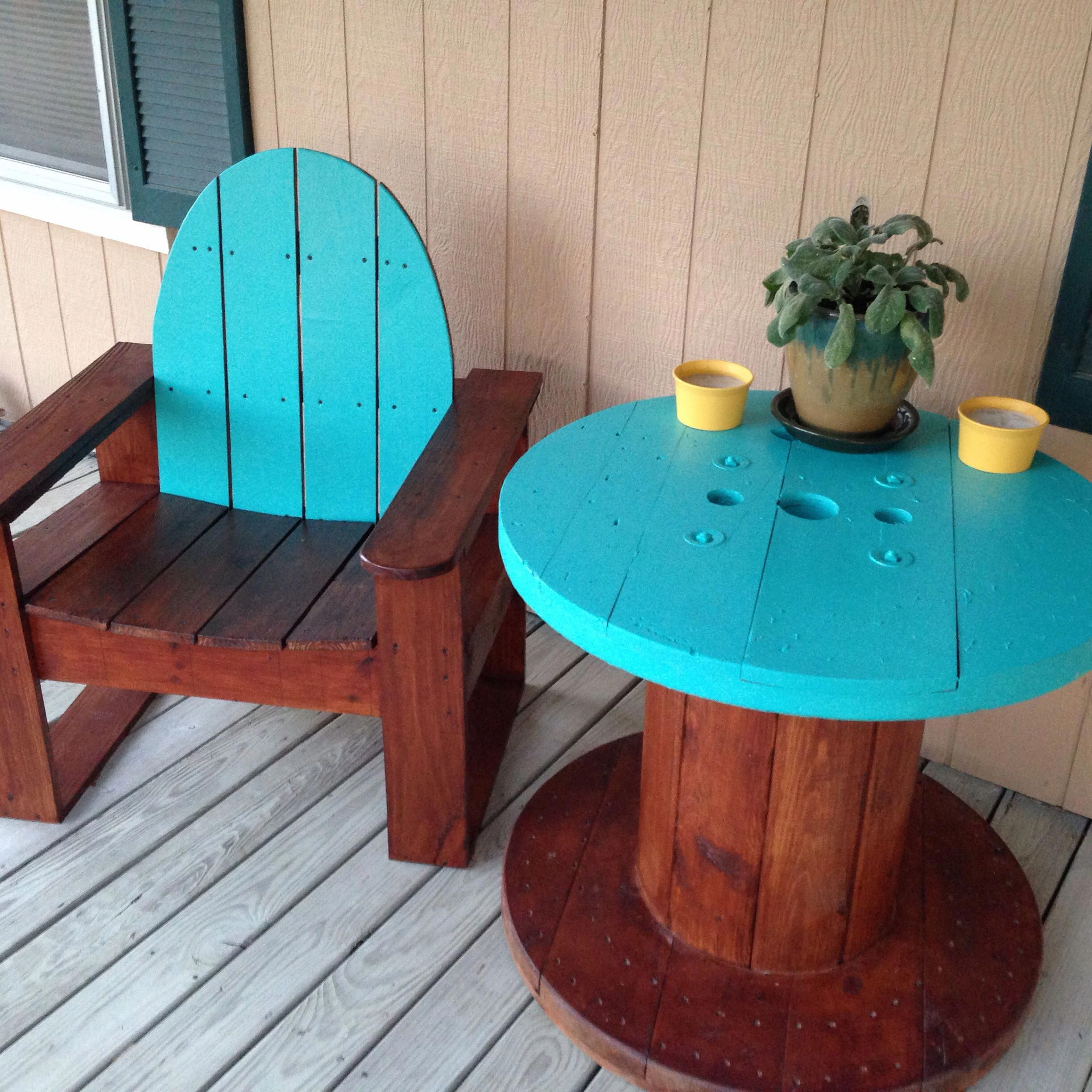 Front porch patio furniture. Electric wire spool table with matching chair! #NursingChairUk #cablespooltables