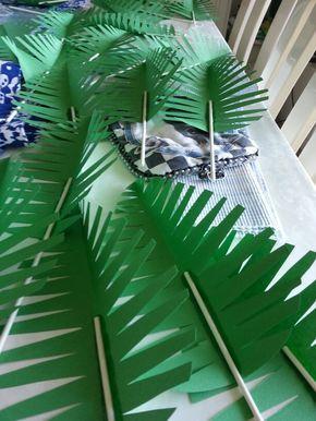 Linda escenografía para las Escuelitas bíblicas - Hojas de palmera con papel                                                                                                                                                                                 Más