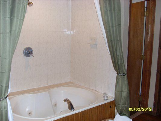 jacuzzi bathtub shower combination for small bathrooms | The Double Jacuzzi Tub and shower