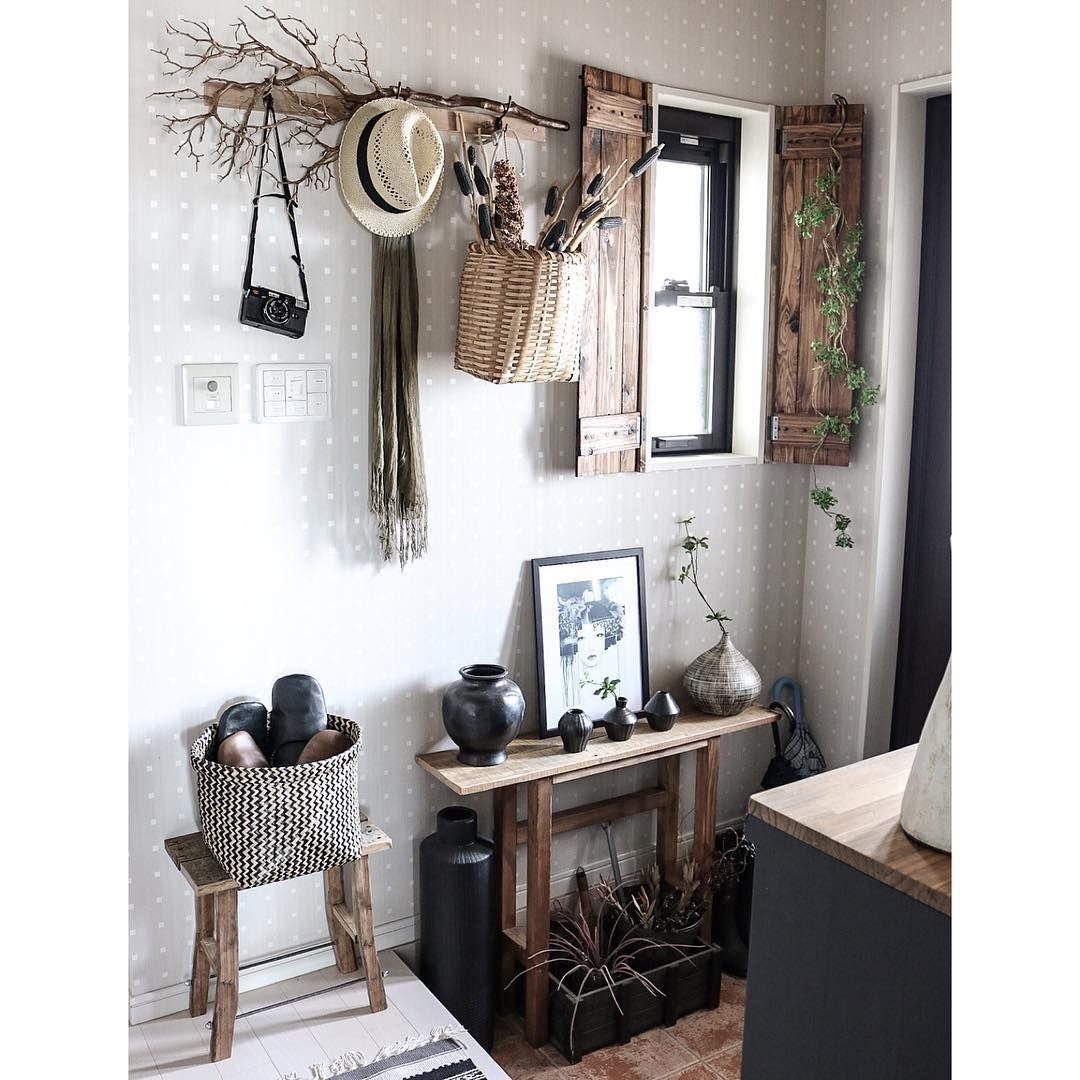 玄関をちょこっと春仕様に♡◡̈⃝⋆* 天然素材をふんだんに♡  #interior #インテリア #DIY #セルフリノベーション #男前インテリア #玄関 #カフェ風インテリア #interiordecor #homedecor #entrance #陶器 #益子焼 #IKEA #rusticinterior #DIY家具 #古材