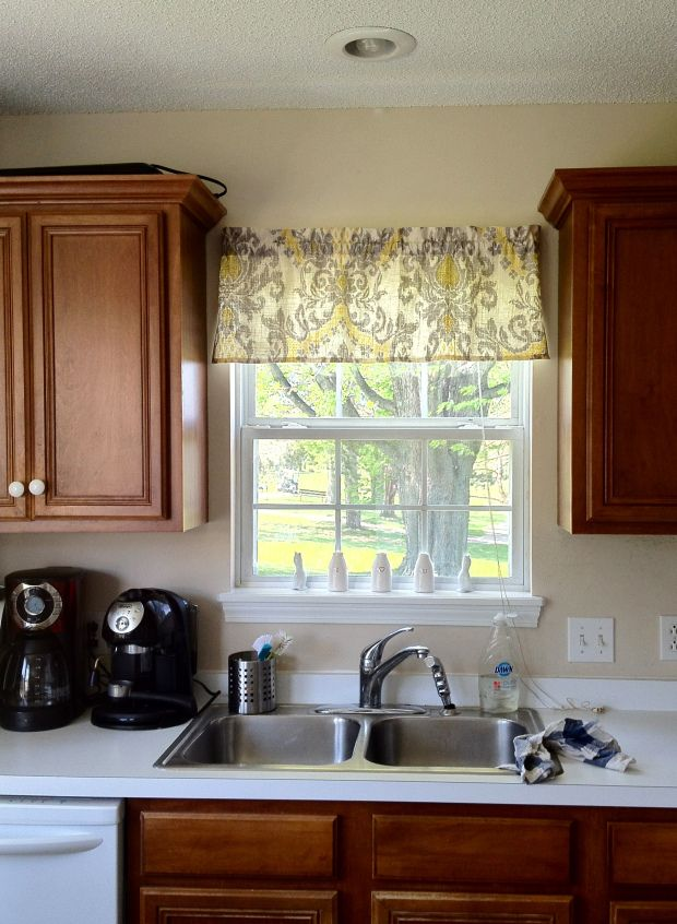 How To On How To Make A Quick And Easy Window Valance Kitchen Window Design Kitchen Window Treatments Kitchen Window Curtains
