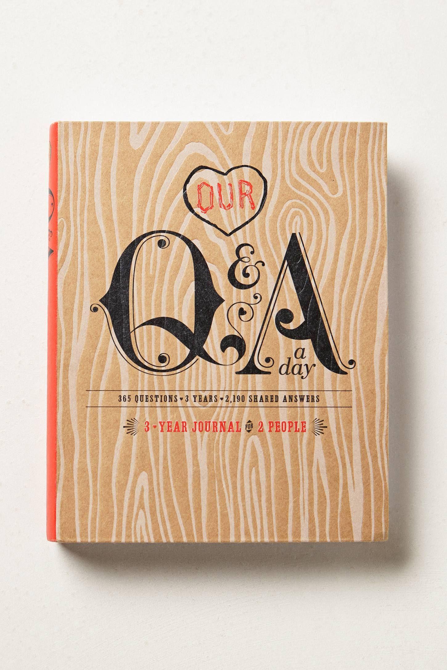 Carnet Q&A A Day - .. permet de noter les pensées, les sentiments et les événements qui marquent votre vie sur une période de trois à cinq ans. Rempli de questions parfois provocantes (à quel point êtes-vous heureux?), parfois étranges (que ressentez-vous en ce moment?), ... anthropologie.com