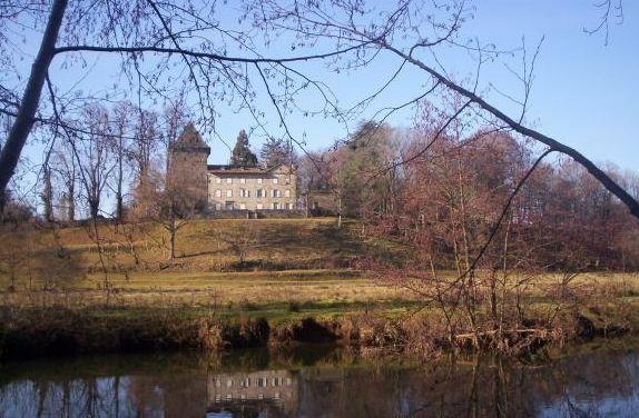 Château de Broussette ►► http://www.frenchchateau.net/chateaux-of-auvergne/chateau-de-broussette.html?i=p
