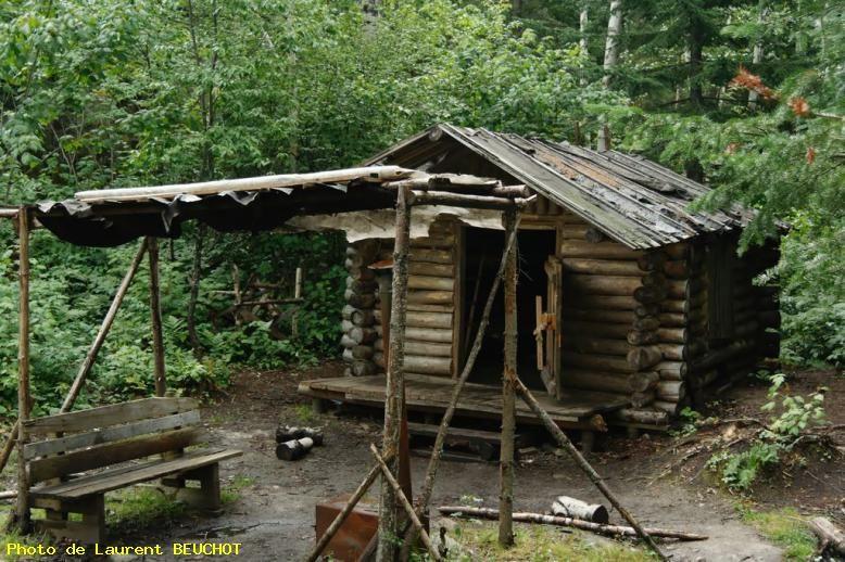Village Valjabert Cabane Dans La Foret Lac St Jean Qc Canada Cabane Bois Cabane Dans Les Arbres Maison Dans La Foret