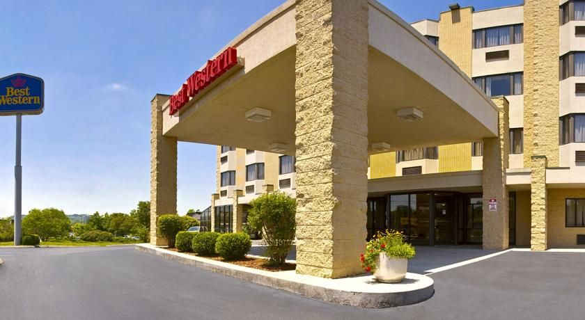 Best Western Knoxville Suites Knoxville This Hotel Is 5 Miles From