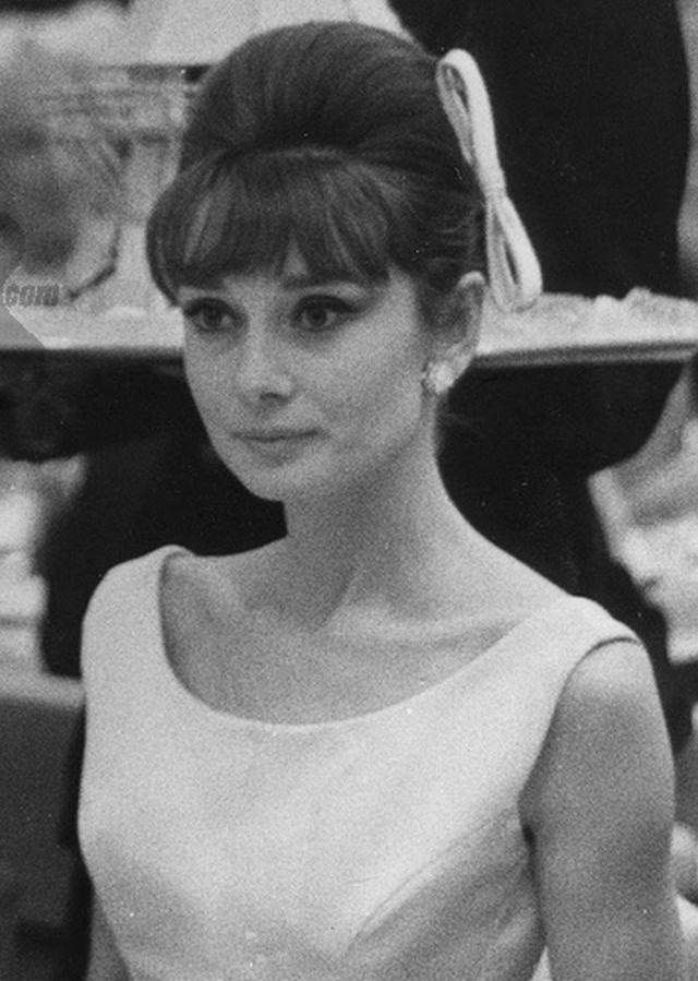 Audrey Hepburn Actress 1960s Vintage Bangs Hair Hairstyle Updo Audrey Hepburn Hair Vintage Hairstyles Hair Styles