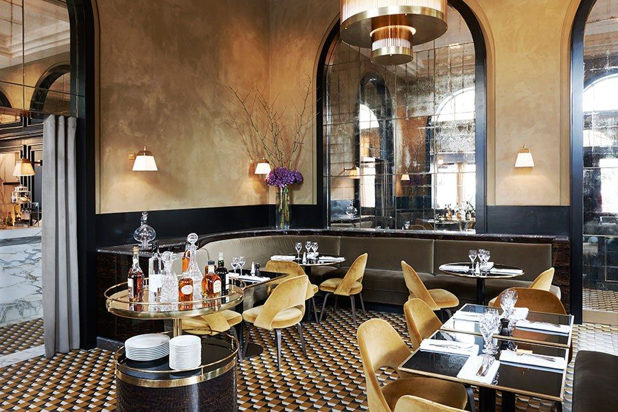 A Storied Restaurant In Paris Gets A Mod Makeover Restaurant Interior Restaurant Interior Design Restaurant Decor