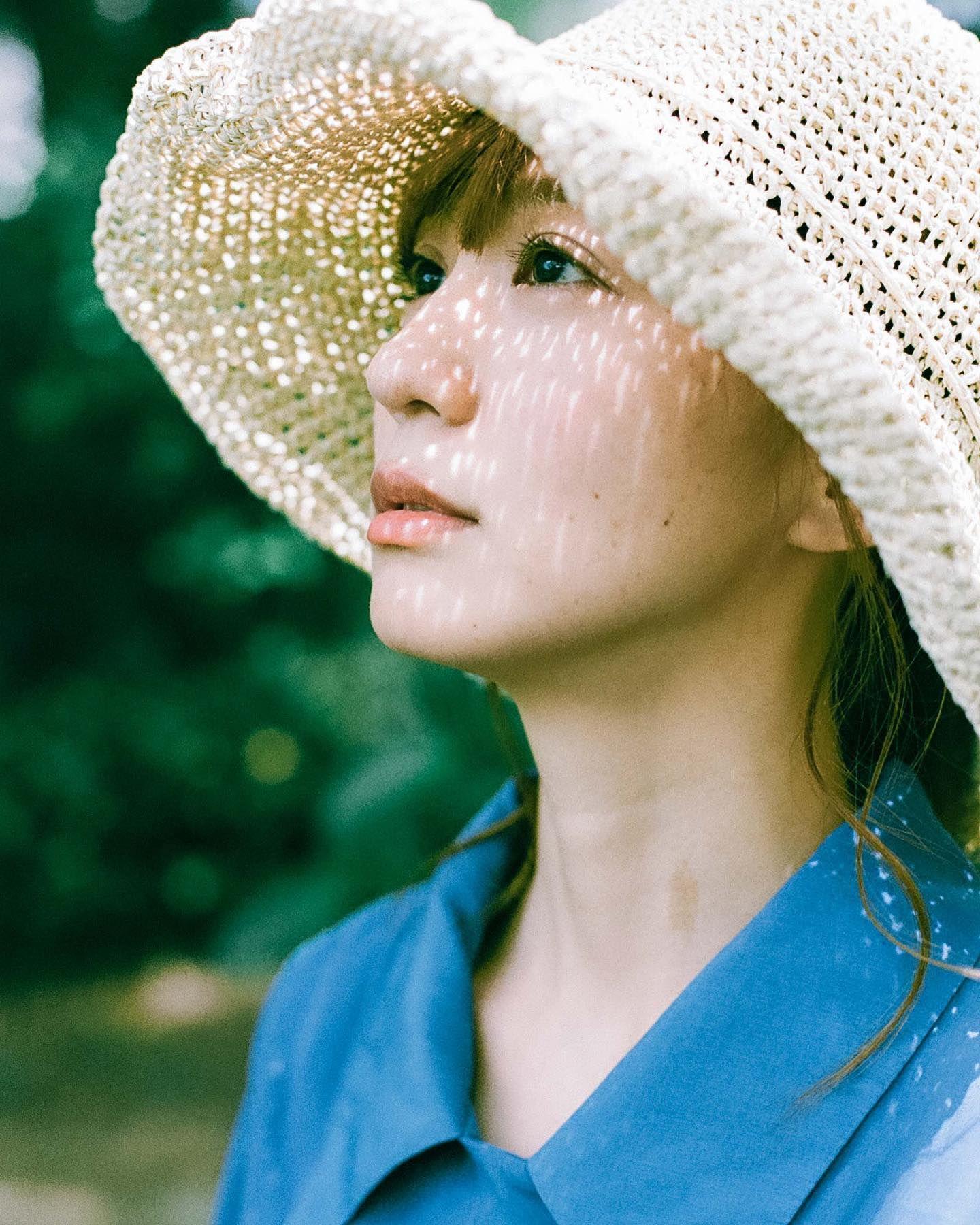🍀👒👗  #写真好きな人と繋がりたい #カメラ好きな人と繋がりたい #ファインダー越しの私の世界 #一眼レフ女子 #ファインダーは私のキャンパス #単焦点レンズの世界 #ポートレイト #ロケ撮影 #portrait #girl #tokyo #作品撮り #モデル #ポートレート #film #eos1v #フィルムに恋してる #フィルム寫眞 #フィルム写真普及委員会 #フィルムカメラ女子 #フィルムに魅せられて #日々フィルム #麦わら帽子コーデ #lebeccaboutique #麦わら帽子 #フィルムカメラ #フィルムカメラ東京