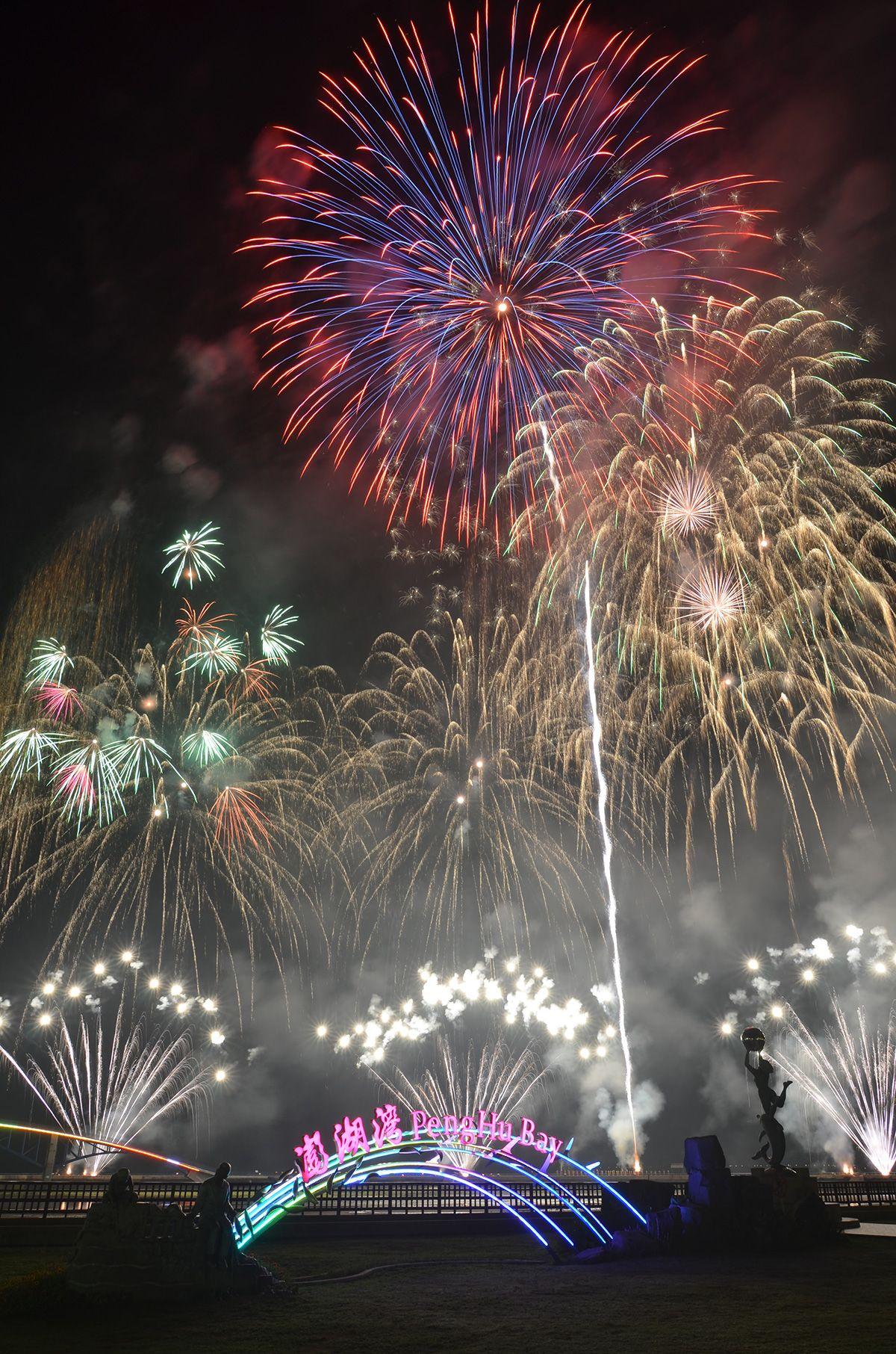 Taiwans Archipel Penghu feiert das alljährliche Penghu Ocean Fireworks Festival http://reisegezwitscher.de/reisetipps-footer/2070-taiwan