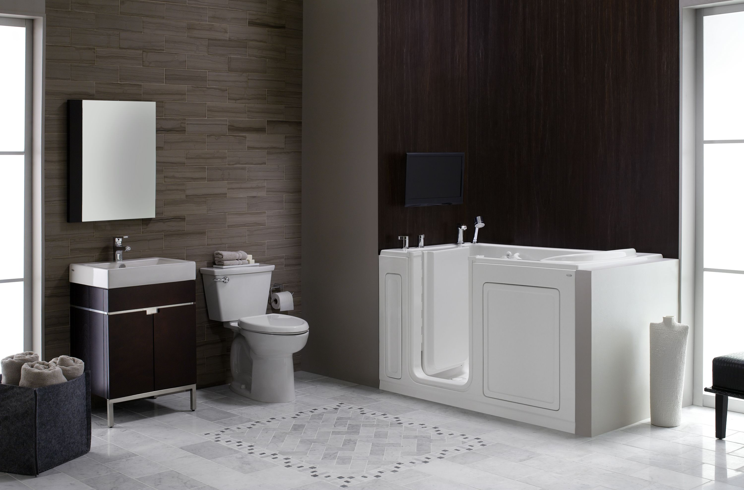 Enjoy A Comfortable Accessible Bathing Experience With An
