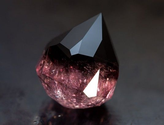 25 minerais incríveis que parecem de outro planeta - Pensamento Verde ~~~~ Turmalina Burmese ~~~~